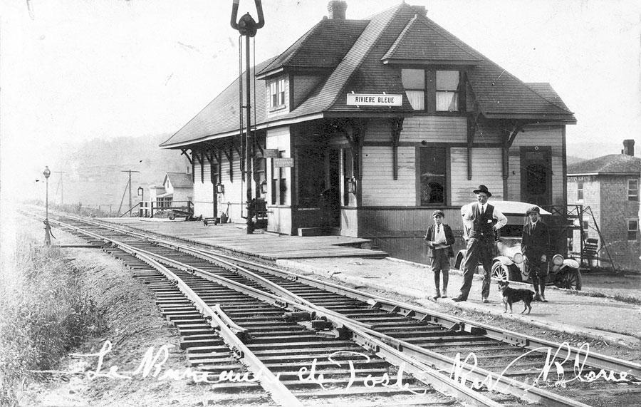 Arthur Aubut devant la gare
