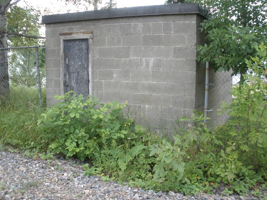 L'abri anti-nucléaire derrière la gare